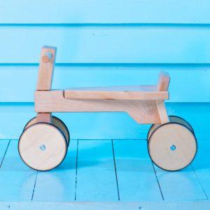 купить экологичный деревянный беговел microchip киев